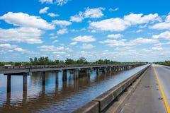 在atchafalaya江河流域的高速公路桥梁在路易斯安那 免版税库存图片