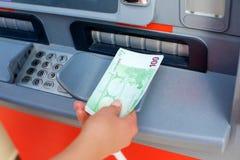 在ATM的现金金钱 图库摄影