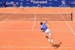 在ATP巴塞罗那的阿尔伯特・拉莫斯Vinolas (西班牙网球员)戏剧开始银行萨瓦德尔康德de Godo比赛 库存照片