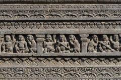 在Aurangabad,印度晃动雕刻埃洛拉石窟纹理背景  联合国科教文组织世界遗产在马哈拉施特拉,印度 免版税库存照片