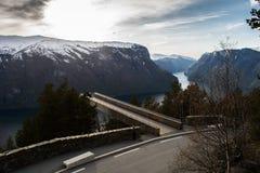 在Aurlandsfjorden的Stegastein监视 库存图片