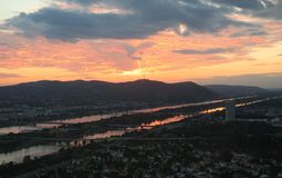 在Austrias首都维也纳的美好的日落 免版税库存图片