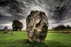 在Avebury石头圈子威尔特郡英国的常设石头 库存图片