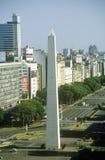 在Avenida 9 de朱利奥,布宜诺斯艾利斯,阿根廷的方尖碑 库存照片