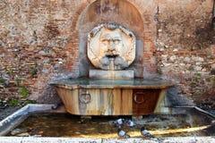 在Aventino小山-罗马的老喷泉 免版税库存照片