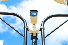 在avtobane的速度照相机 现代速度测量照相机 库存照片