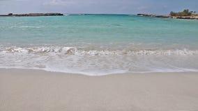 在Ayia Napa附近的美丽的Nissi海滩在塞浦路斯海岛上 股票视频