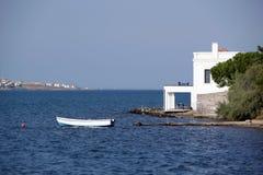 在Ayvalik的海岸线 免版税库存照片