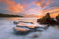 在Azkorri海滩的岩石在日落 库存图片