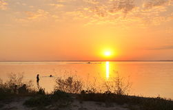 在Azov海运的日落 免版税图库摄影