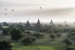 在Bagan寺庙的气球  库存图片