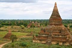 在Bagan平原的寺庙  免版税库存图片