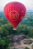 在Bagan飞行气球2013年12月4日 免版税库存图片
