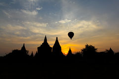 在Bagan -缅甸的Balooning 免版税库存照片