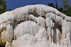 在Bagno圣・ Filippo附近的Fosso Bianco在托斯卡纳 库存照片