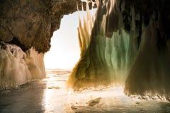在Baikal湖冬天季节的冰洞 免版税库存图片
