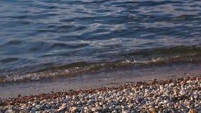 在Baikal湖岸的波浪  股票录像