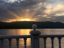 在Baikal湖附近的五颜六色的日落 免版税库存照片