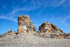 在Baikal湖附近的长毛绒岩石 免版税库存照片