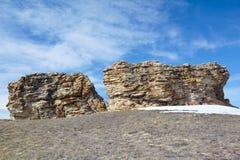 在Baikal湖附近的长毛绒岩石 库存照片