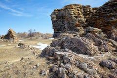 在Baikal湖附近的长毛绒岩石 免版税图库摄影