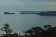 在Baikal湖风景海湾的日落  库存图片