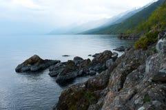 在Baikal湖,俄罗斯的Shamanka石 库存图片