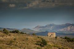 在Balagne小山的农舍在可西嘉岛 免版税库存照片