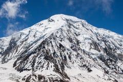 在baldy云彩之上cucamonga反映mt多雪的牧场的形状 Tilicho峰顶在喜马拉雅山,尼泊尔 图库摄影