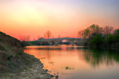 在Balgarene附近的桥梁在早期的春天 免版税库存图片