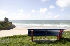 在Ballybunion海滩和城堡的视图 免版税库存照片