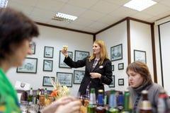 在Baltika -圣彼德堡啤酒厂的品尝会议 免版税库存照片