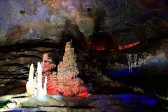 在bama villiage,广西,瓷的石灰岩地区常见的地形洞 免版税图库摄影