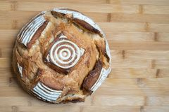 在bambo桌上的面包 库存照片