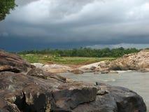 在Bangriposhi的多云天 免版税库存图片