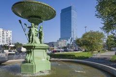 在Bankowy广场的历史的喷泉在华沙 免版税库存图片