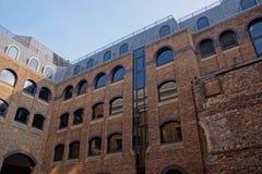 在Bankside的现代砖瓦房在伦敦英国 图库摄影