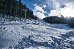 在Bansko的滑雪电缆车 免版税库存照片