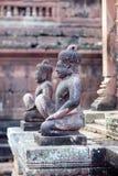 在Banteay Srey寺庙,柬埔寨的雕象 免版税库存图片