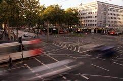 在Barbarossa正方形的Traffice在科隆,德国 库存图片