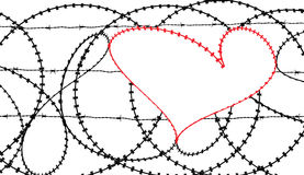 在barbwire篱芭的红色心脏 图库摄影