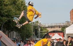在Barcelonas街道的溜冰板运动 免版税库存图片