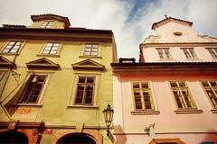 在Barocco样式的两个古老大厦与五颜六色 联合国科教文组织世界遗产名录记数器 免版税库存图片