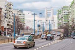 在Basarab天桥桥梁的交通在白天期间 库存照片