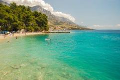 在baska voda,克罗地亚的美丽如画的达尔马希亚海滩 库存照片