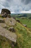 在Baslow边缘的磨房石头 免版税库存图片