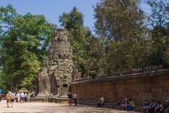 在Bayon寺庙塔的石头在吴哥城,柬埔寨 免版税图库摄影