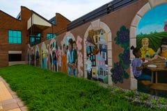 在BB&T大学入口的历史壁画 库存照片