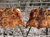 在bbq栅格烹调的烤鸡 免版税库存照片
