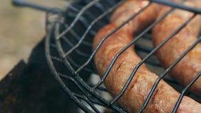 在bbq的烤香肠 品种`原始的纽伦堡Rostbratwurst ` 影视素材